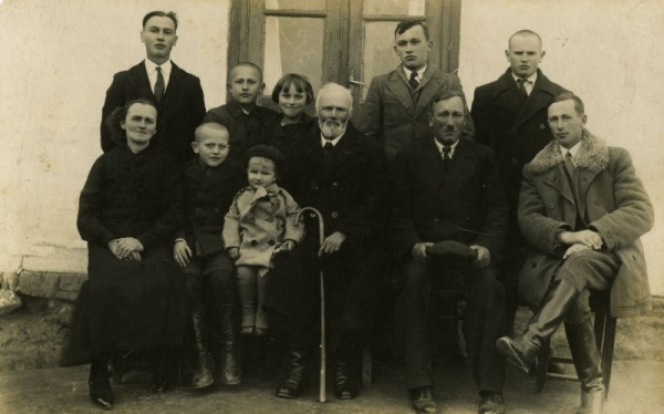 The Jarosz family. Piaski, April 1935