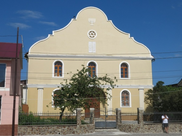 Khust, Synagogue in operating