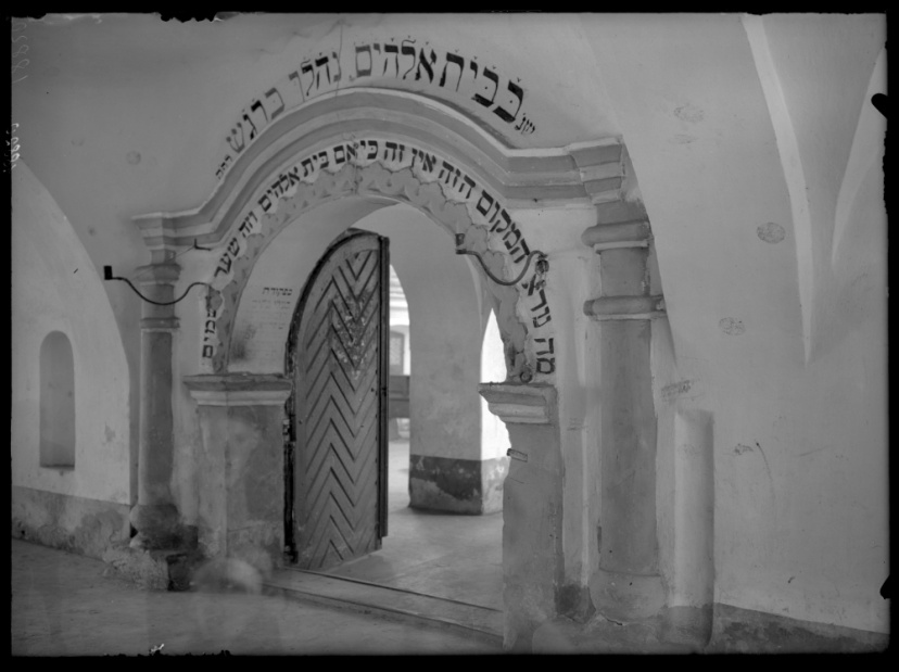 Liuboml, portal in the synagogue