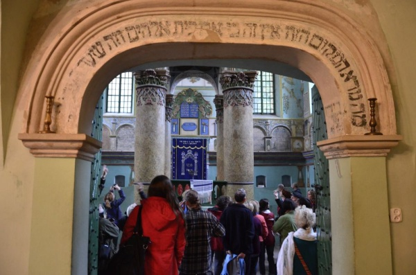 Visiting the Łańcut synagogue, a cross-border route of Shtetl Routes
